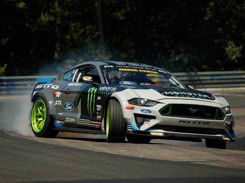 Ford Mustang RTR recorre el circuito Nürburgring haciendo drift