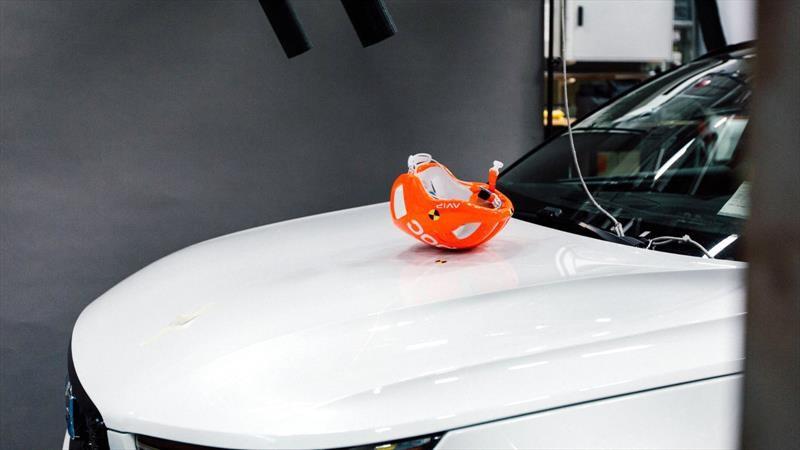Volvo prueba cascos de bicis en novedosos crash test