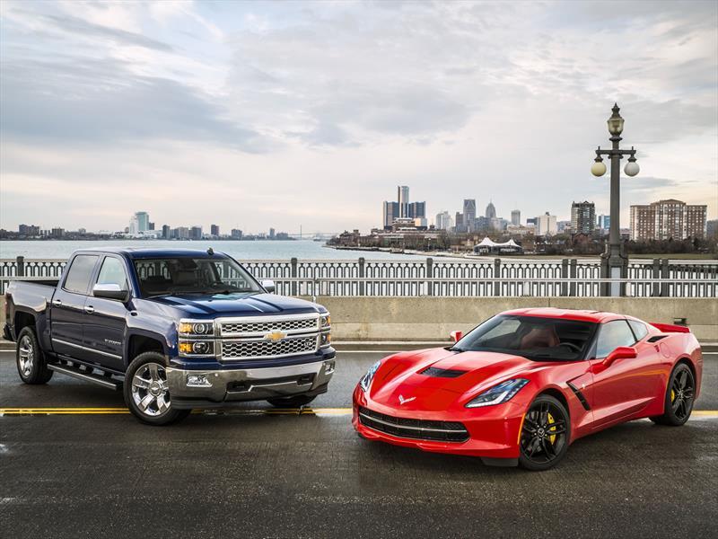 sal n de detroit 2014 chevrolet corvette stringray y silverado son el auto y camioneta del a o. Black Bedroom Furniture Sets. Home Design Ideas