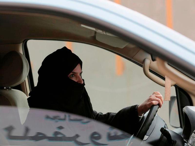 Las mujeres ya pueden manejar en Arabia Saudita