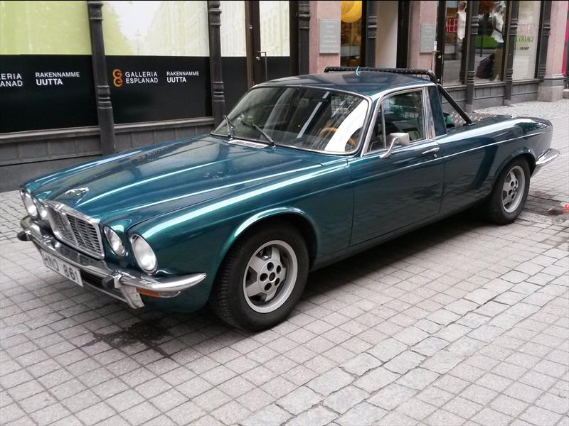 Una lujosa pick-up Jaguar XJ