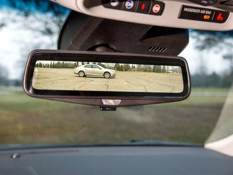 Cadillac moderniza el espejo retrovisor