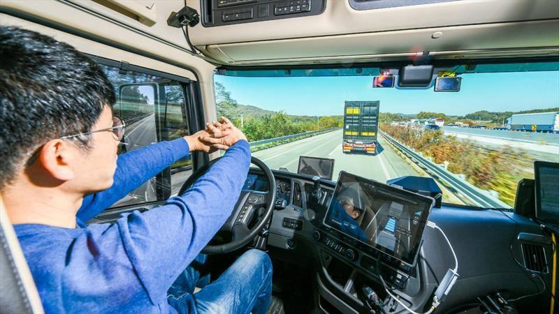Hyundai muestra la evolución de sus tecnologías de conducción con dos tractocamiones