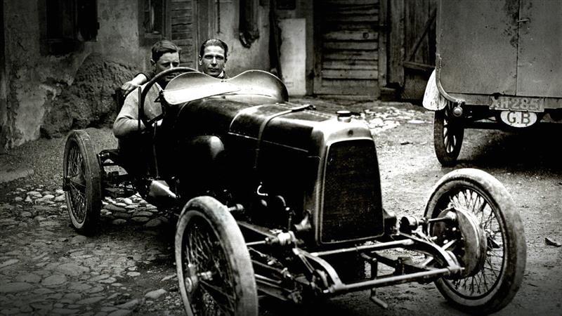 La historia de Aston Martin, creador de algunos de los autos más hermosos del mundo