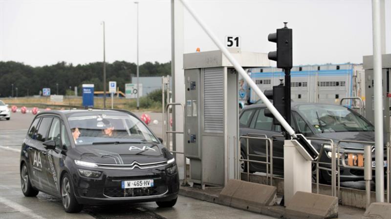 Citroën autónomo es el primero en cruzar un peaje en Francia