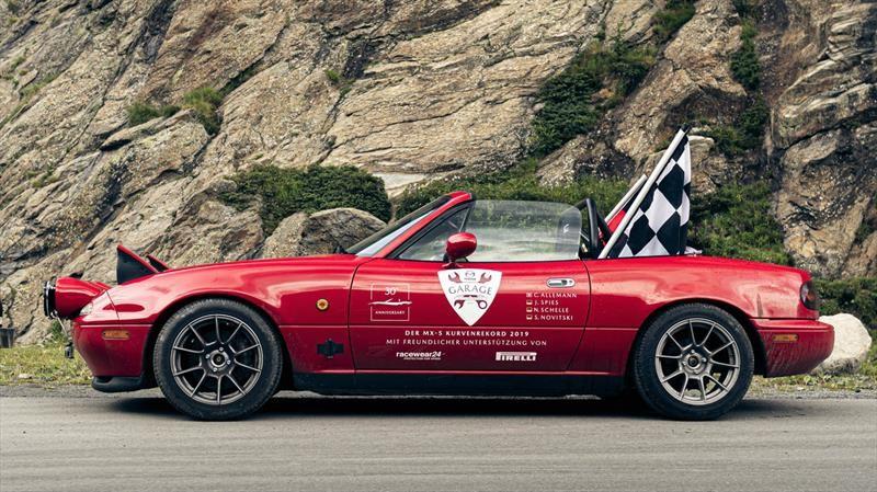 Un Mazda MX-5 Miata rompe un inusual récord con el que comprueba su gran performance