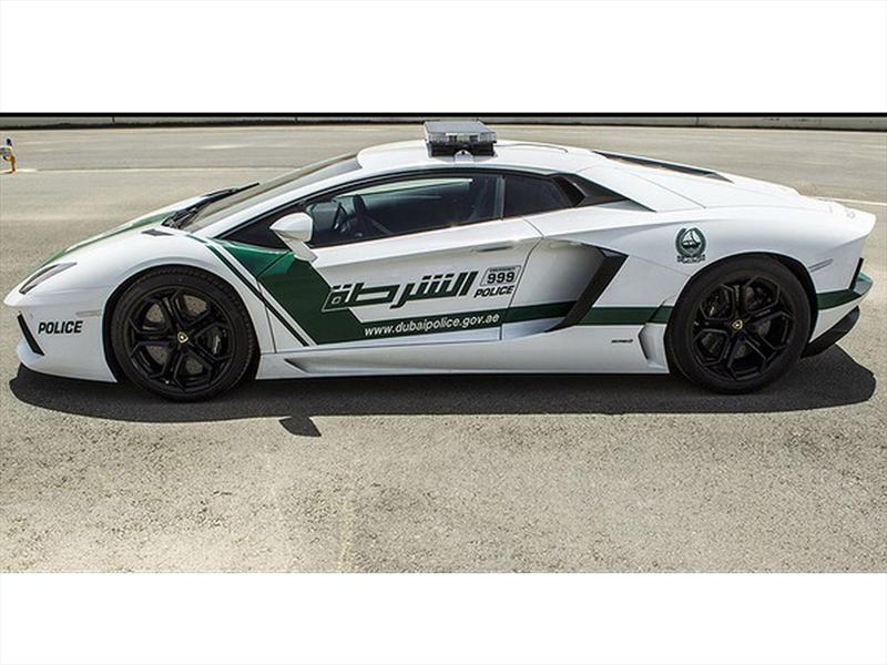 En Dubai, la policía patrulla con Ferraris FF y Lamborghinis Aventador