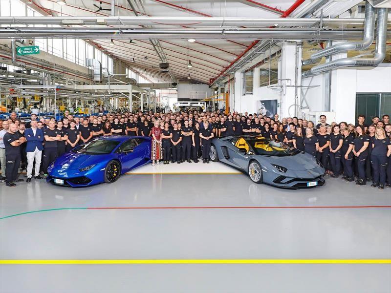 Lamborghini alcanza 8,000 unidades del Aventador