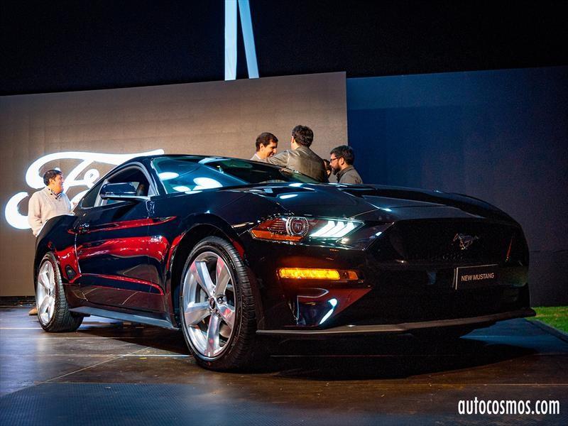 Ford Mustang celebra en Chile sus 54 años con más potencia y tecnología