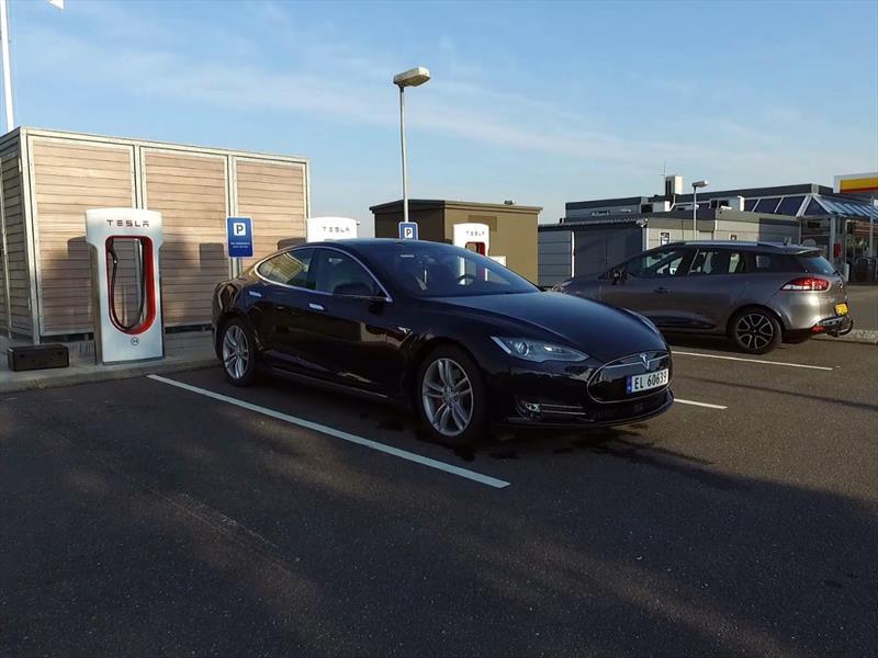 Tesla Model S P85D marca un récord de autonomía