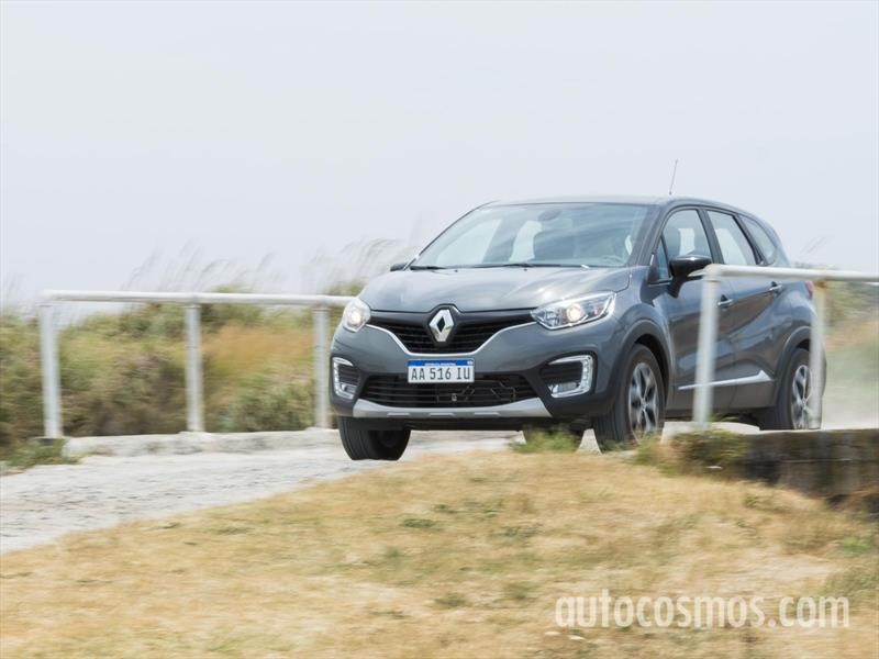 Renault Captur suma versiones Life e Intens Automática