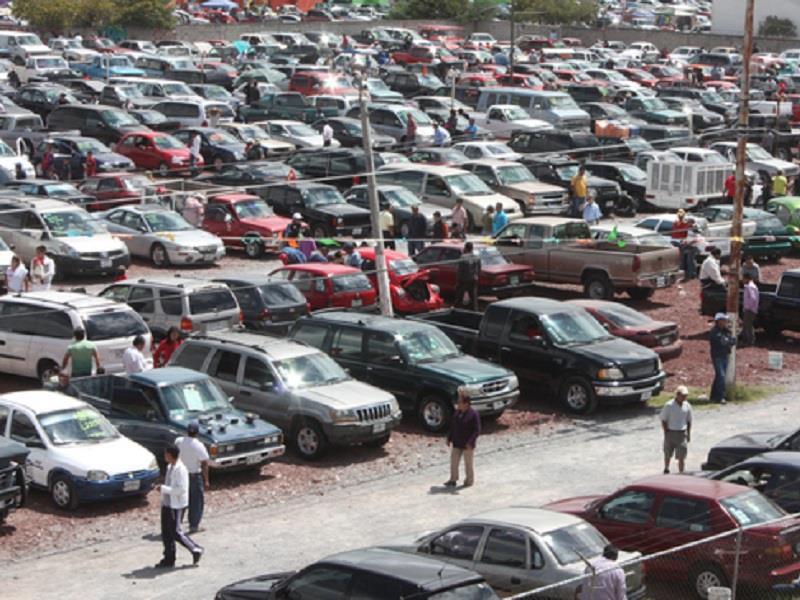 Extienden decreto para frenar la importación de autos