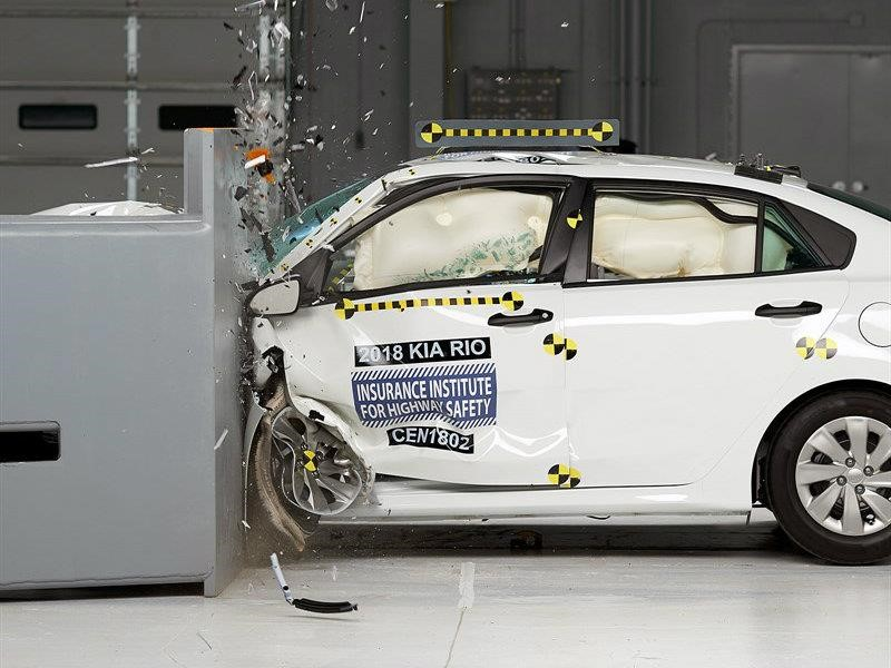 Kia Rio 2018 obtiene el Top Safety Pick + (Plus) del IIHS