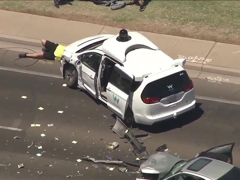 Uno de los vehículos autónomos de Waymo sufre accidente