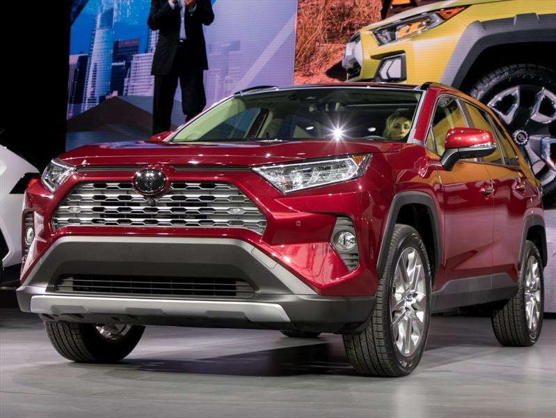 auto show de new york 2018 toyota rav4 2019 el bestseller de los suvs mejora en todo. Black Bedroom Furniture Sets. Home Design Ideas