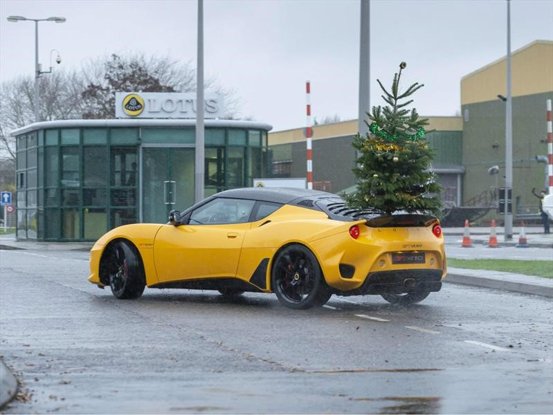 Lotus desea Feliz Navidad y Año Nuevo con drift en su máximo esplendor