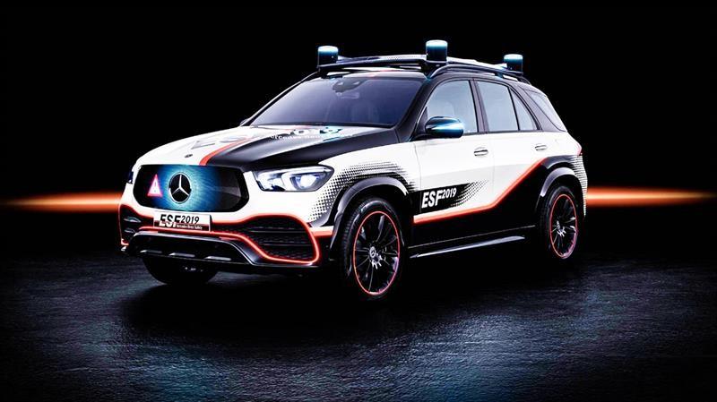 Mercedes-Benz ESF es auténtico laboratorio sobre ruedas en materia de seguridad