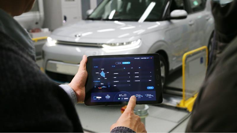 Hyundai crea tecnología que controla el desempeño de los autos eléctricos desde el teléfono celular