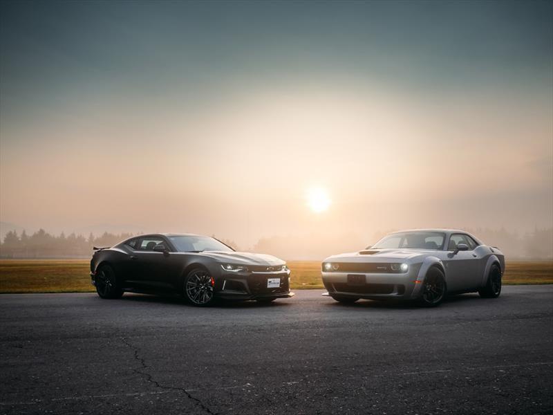 Chevrolet Camaro ZL1 vs Challenger SRT Hellcat Widebody ¡musculosos en guerra!