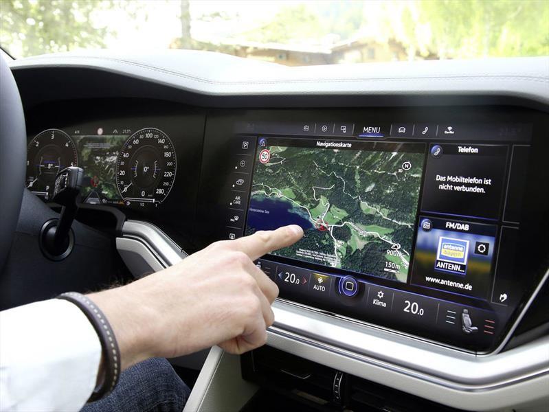 Volkswagen Innovision Cockpit fusiona el cuadro de instrumentos digital y la pantalla táctil central