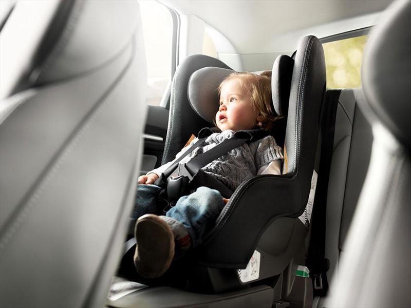 Los niños hasta 10 años deben viajar en sillita de seguridad