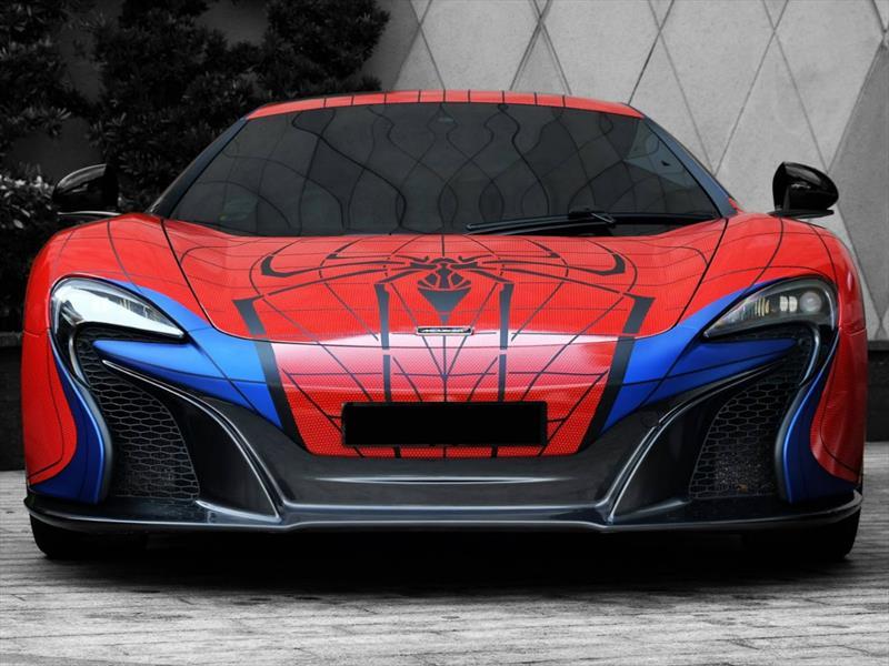 Súper autos vestidos de superhéroes