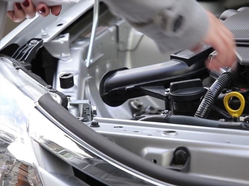 Aprende a medir el aceite del automóvil