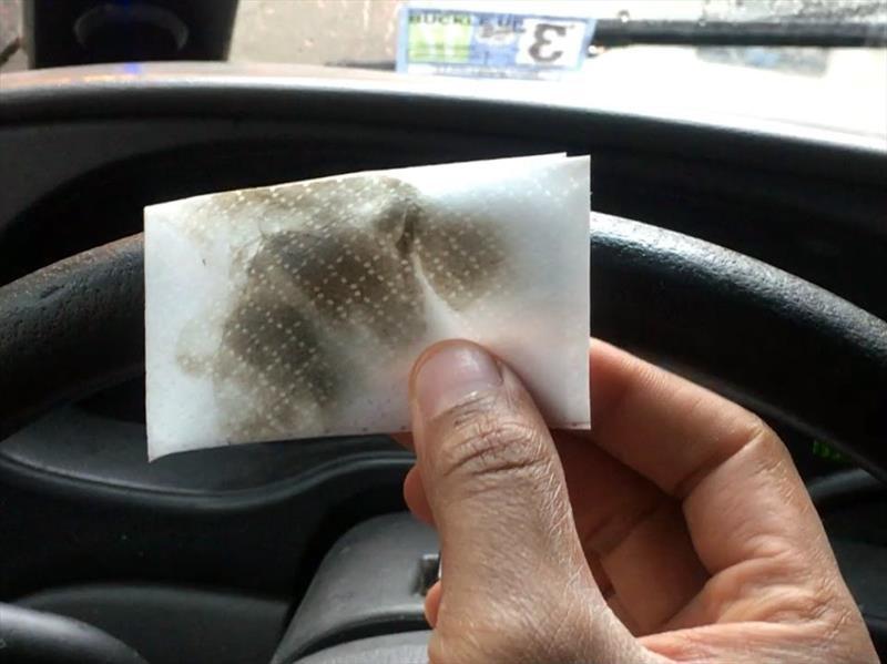 El volante de un automóvil es 4 veces más sucio que un inodoro público