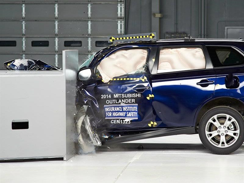 Mitsubishi Outlander 2018 gana el Top Safety Pick del IIHS