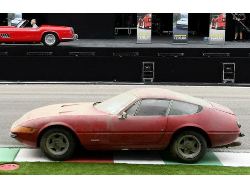 Ferrari 365 GTB/4 Daytona es récord con polvo y todo