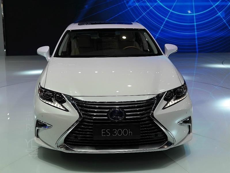 Lexus ES 2016 debuta