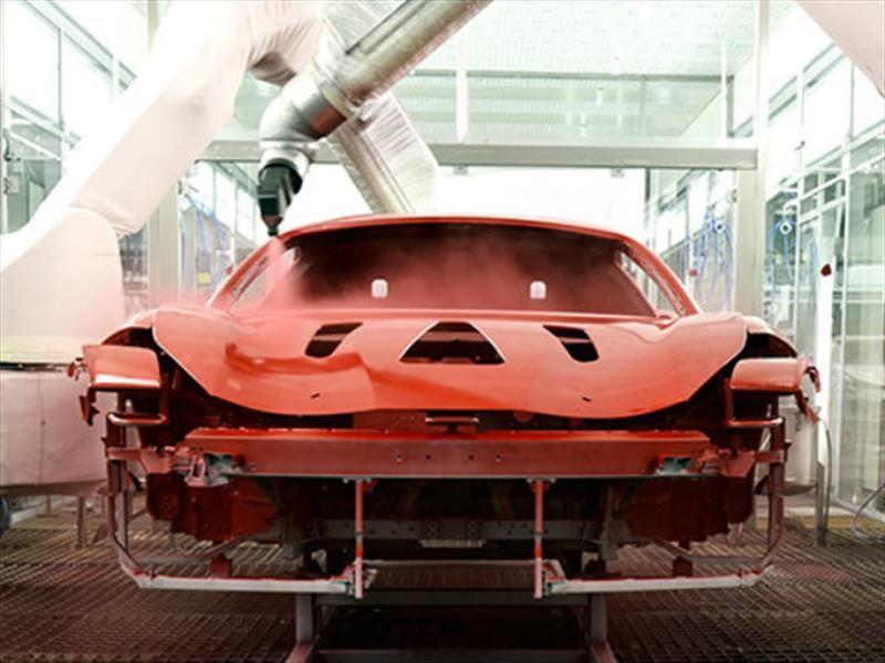 Ferrari emplea tecnología de pintura de bajo horneado en la producción de automóviles