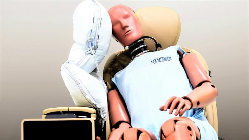 Hyundai desarrolla un airbag central para los pasajeros delanteros