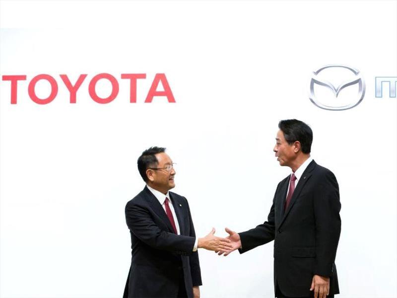 Denso, Mazda y Toyota desarrollarán carros eléctricos