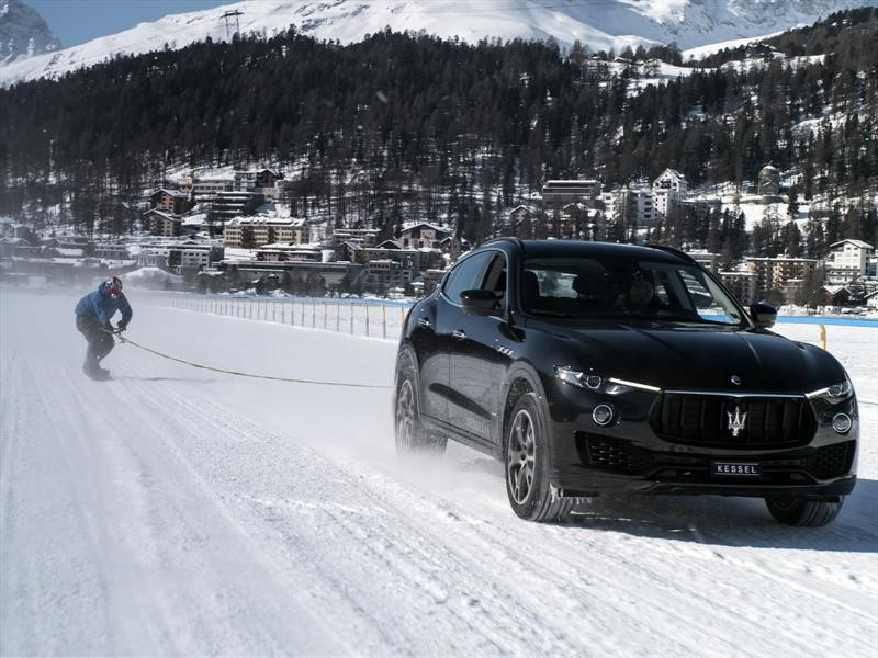 Un Maserati Levante ayuda a imponer récord de snowboarding