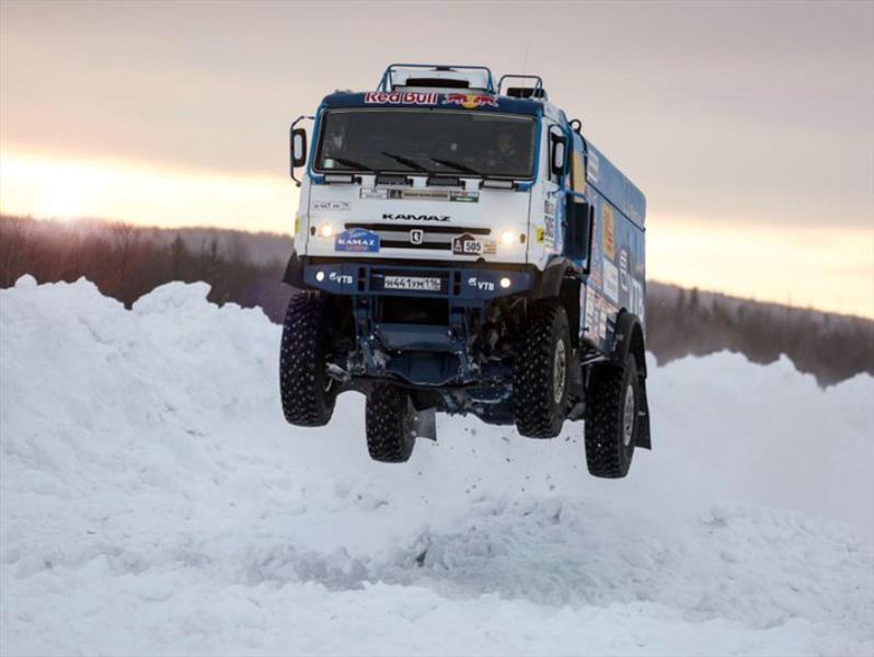 Video: Tremenda pirueta de un camión de 10 toneladas