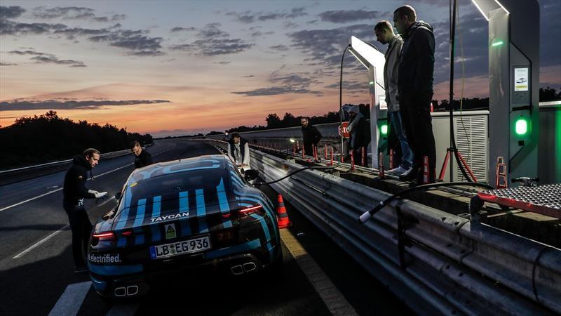 Porsche Taycan recorre más de 2,000 millas en 24 horas