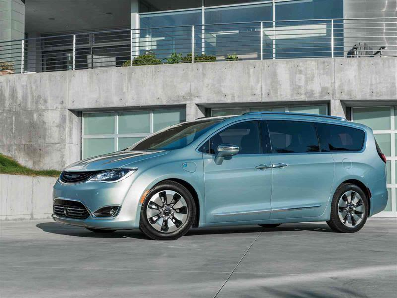 Chrysler Pacifica Hybrid 2017 Ofrece 34 Km L De Rendimiento