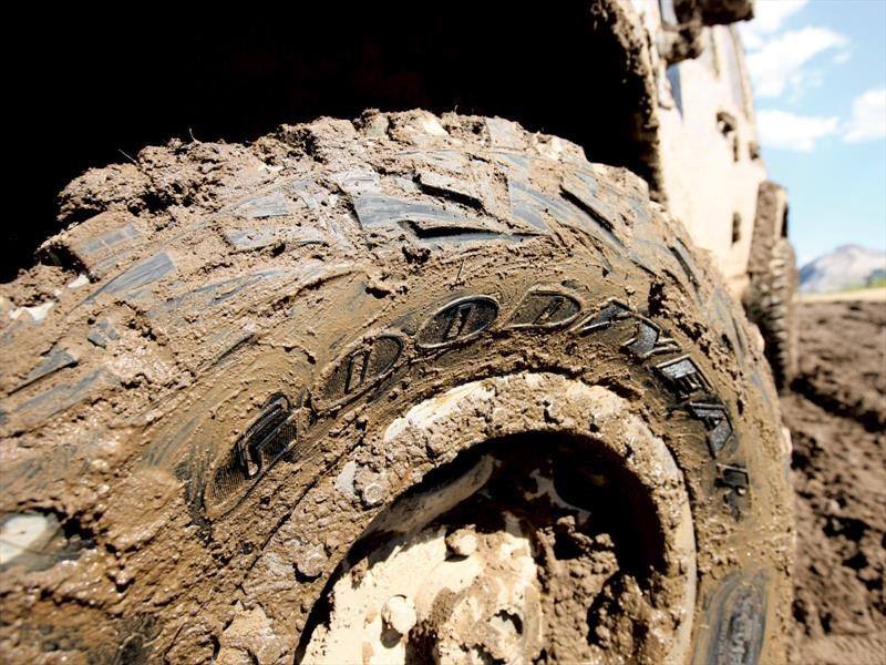 ¿Tiene problemas para sacar su carro, SUV o pickup del barro?