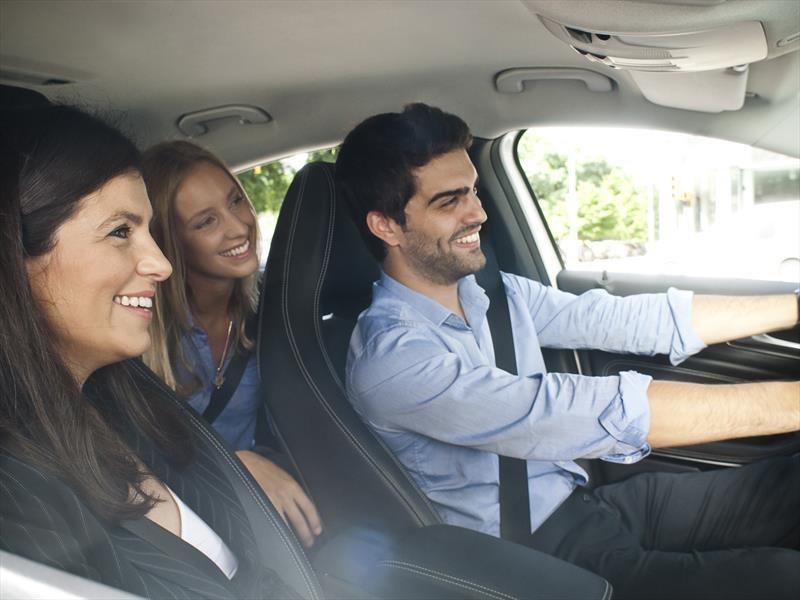 Mercedes-Benz recibe premio por su sistema de carpooling