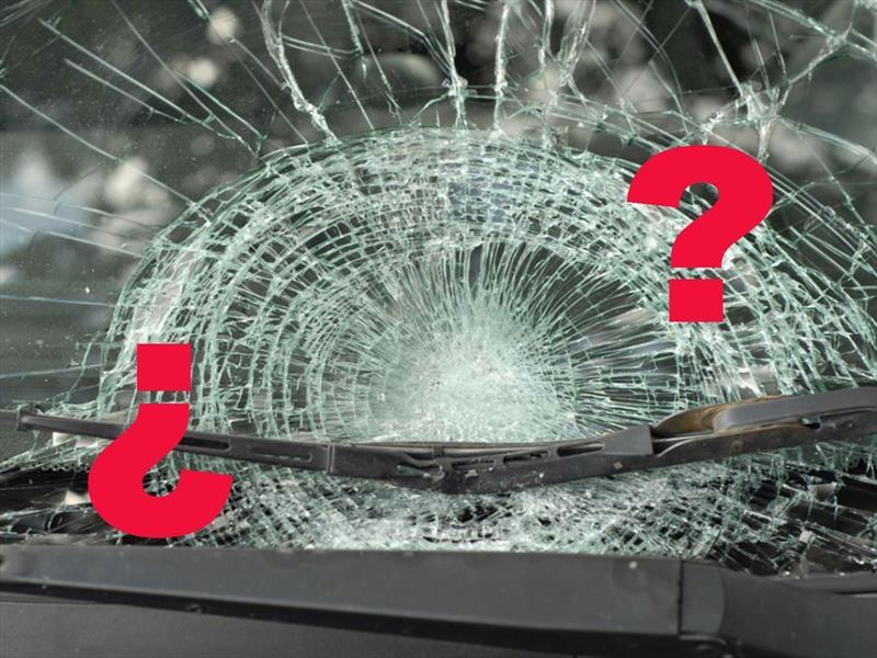 ¿Qué es lo que debes hacer si se rompe el parabrisas con el auto en movimiento?