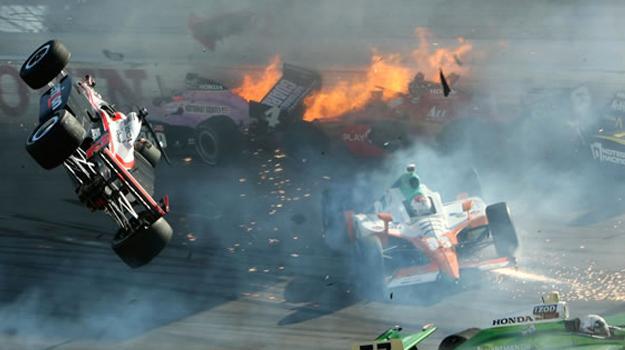 Muere el piloto Dan Wheldon en el óvalo de Las Vegas
