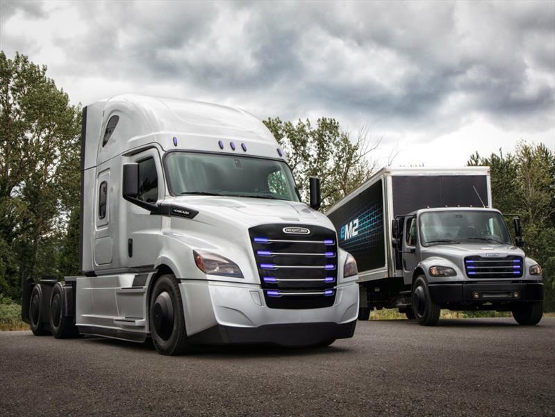 Freightliner eCascadia y eM2, dos camiones de transporte de mercancías 100% eléctricos