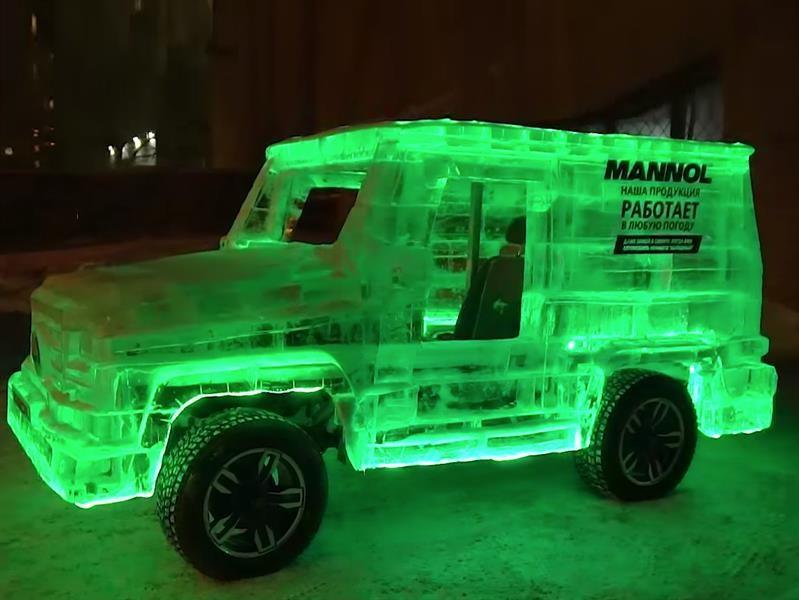 Un Mercedes-Benz Clase G esculpido en hielo