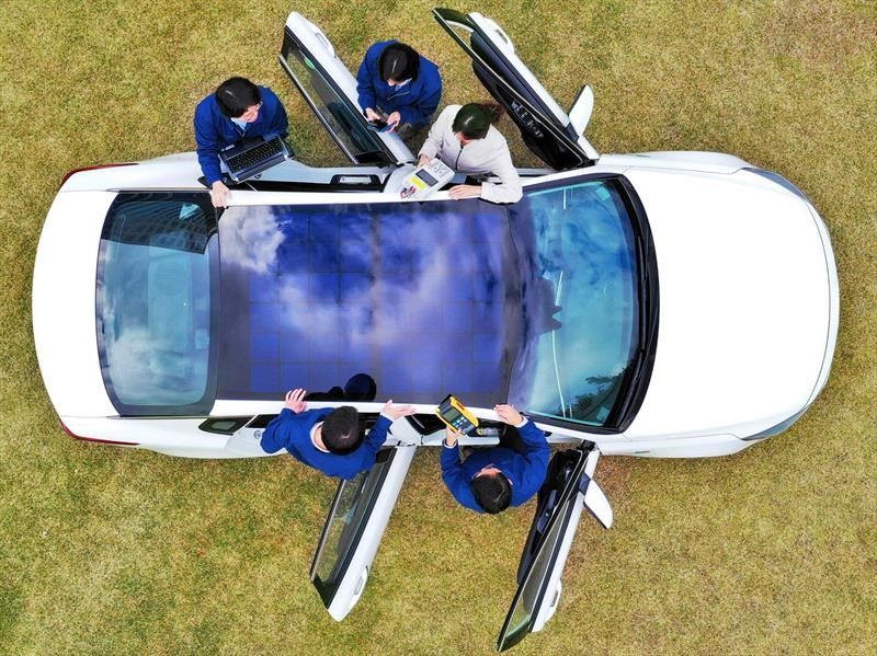 Los autos eléctricos de Kia y Hyundai equiparán paneles solares para recargar las baterías