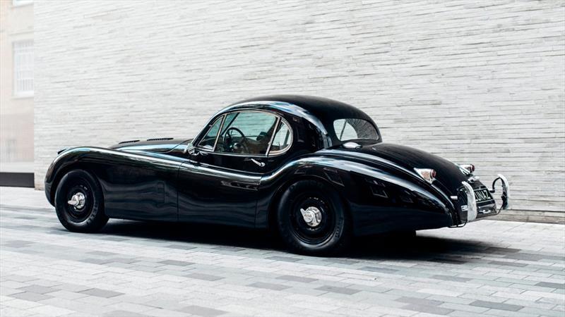Autos clásicos de Jaguar y Rolls-Royce son convertidos en eléctricos