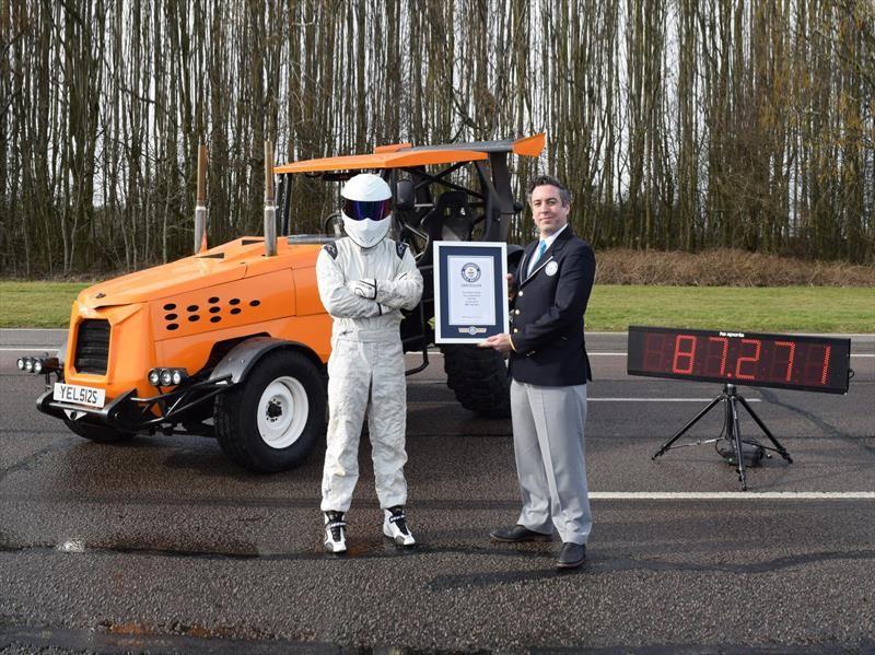Top Gear alcanza los 140 km/h con un tractor