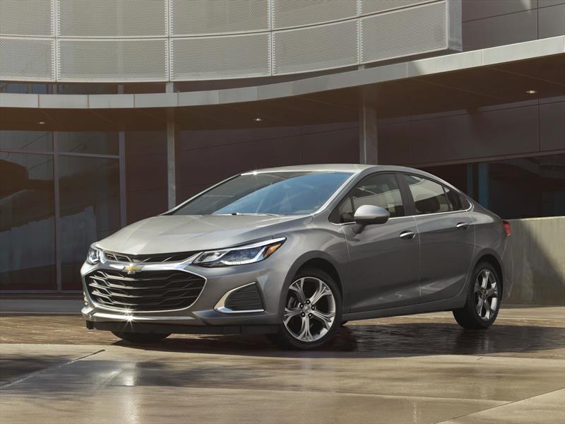 chevrolet cruze  ligera actualizacion  el sedan compacto