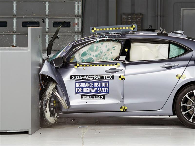 Acura TLX 2015 calificado como Top Safety Pick+