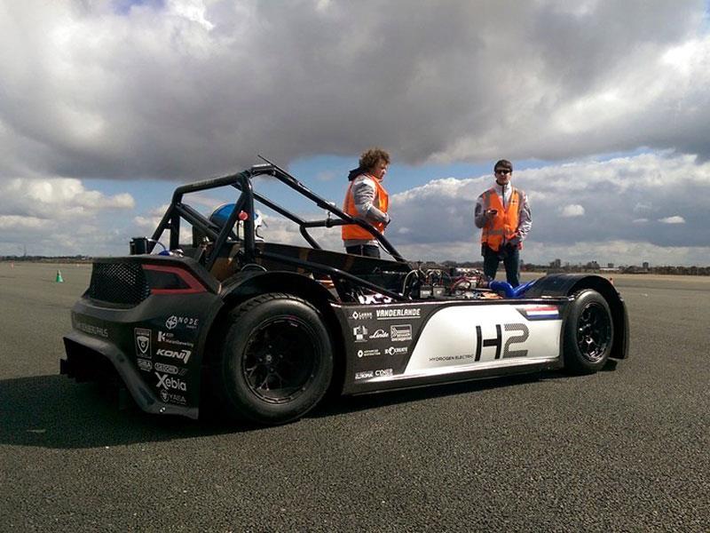 Estudiantes holandeses crean el primer auto de carreras de hidrógeno